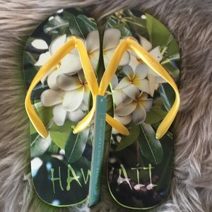 ☄️clearance sale ☄️🔥NWT rubber slippers in 7-8